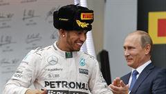 Hamilton vyhrál v Soči a přiblížil se k obhajobě titulu. Rosberg nedojel
