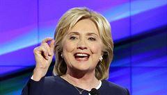 Bohatí platí příliš málo, prohlásila v televizi Clintonová. Trump se nudil