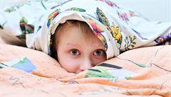 Strach z pavouků, či doktorů. Kdy je třeba dětské úzkosti léčit?