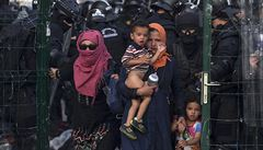 Maďarsko zadrželo 21 policistů. Úplatky od uprchlíků si schovávali do prádla