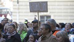 V Praze demonstrovali bývalí studenti UJAK. Nechtějí nastoupit zpátky do prvního ročníku