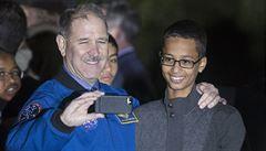 Zadrželi ho kvůli bombě. Teď má muslimský student své ručně vyrobené hodiny zpět