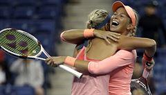 Hlaváčková s Hradeckou smetly sestry Williamsovy a jsou ve finále