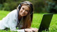 Jak být v práci produktivnější? Pusťte si do sluchátek hudbu