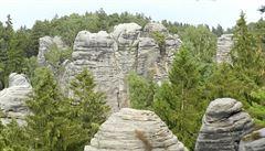 Sprejer v Prachovských skalách poničil na dvou místech skálu, případ řeší policie