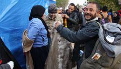 Co uprchlík, to příběh. U srbských hranic potřebují čepice, šály a nepředbíhat