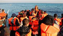 V Středozemním moři zachránili 116 migrantů, 4 z nich byli postřelení