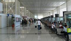 Podvod na filipínském letišti. Zaměstnanci vydírají turisty ostrou municí