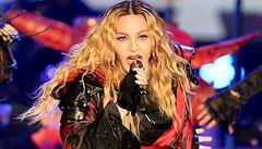 Výběr zpráv podle editora: Čína hlídá 'loďku míru', Madonna dovádí v Česku a pilot hrdina uhnul raketě