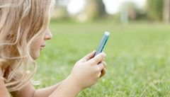 Krátkozrakost ohrožuje třetinu populace. Můžou za to tablety a telefony?
