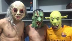 Halloween oslavili na tiskovce soupeře. Vedení Barcelony se za hráče omluvilo