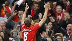 Úžasný hráč, opěvují Gerrarda. Modla Liverpoolu stále rozhoduje zápasy