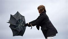 Českem se odpoledne prožene silný vítr, varují meteorologové. Přinese ochlazení
