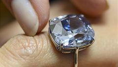Nejdražší diamant všech dob. Blue Moon se vydražil za 1,2 miliardy