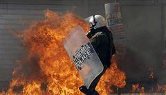 Řecko ochromila generální stávka, lidé protestují proti snížení důchodů