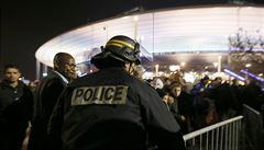 Němečtí fotbalisté strávili noc na stadionu. Otřesená Paříž bude po teroru bez sportu