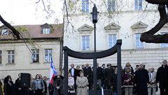 Milada Horáková má nový pomník u Poslanecké sněmovny