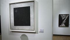 Ruští experti zkoumají malby pod proslulým obrazem Kamizira Maleviče