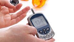 Jak žít s diabetem? V Česku ročně onemocní cukrovkou až 300 dětí