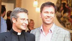 'Jsem kněz - a gay'. Vatikánský whistleblower rozklížil homosexuální katolíky