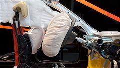 Společnost Takata dostala pokutu dvacet pět miliard. Zakrývala problémy s airbagy