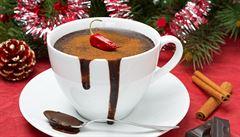 Tekutá čokoláda jako postní jídlo, čaj proti únavě. Historik popsal dějiny nápojů