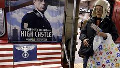 Newyorské metro zaplavila reklama na nacistický seriál. Sundejte to, nařídil starosta