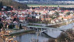 Odříznutí od Prahy. Cestu ze Zbraslavi ucpala oprava mostu i zavřená trať