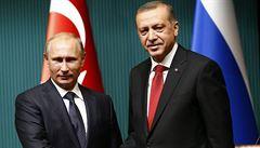 Erdogan volal Putinovi. Turecko prý bude pokračovat s útoky na Islámský stát
