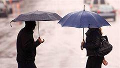 Po deštivém a studeném víkendu se oteplí, pršet ale bude dál. V říjnu přijde ochlazení