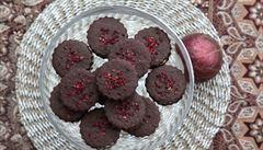 Na Vánoce si dopřejte hříšně kakaové dortíčky a brusinkové čtverečky s pistáciemi