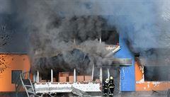 Při explozi v Turnově zemřela žena. Na místě zasahovaly tři vrtulníky