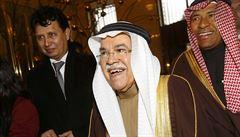 Levná ropa obrala Blízký východ bezmála o 10 bilionů. Začnou šejkové šetřit?