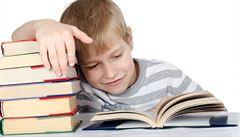 Polovinu dětí čtení baví, vede u nich malý poseroutka