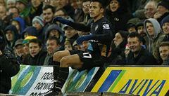 VIDEO: Ošklivý zákrok na Sáncheze. Mohl zemřít, zuřil kouč Arsenalu