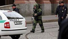 Policie evakuovala dům v Praze, v bytě našla dělostřelecký granát