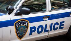Policie v USA zatkla muže, v jehož domě našla 12 dívek