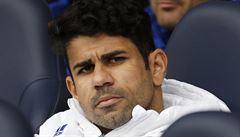 Nejlepší záběry z Premier League: míč na střeše, rána do hlavy či Costův vztek