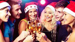 Přiměřeně s alkoholem i oblečením. Jak se chovat na vánočním večírku?
