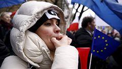Ne chaosu na školách. Desetitisíce lidí demonstrovaly ve Varšavě proti reformě školství