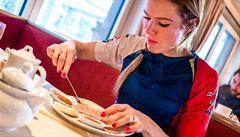 Soukalová ujíždí na sladkém, Šlesingr omezil maso. Jak se stravují biatlonisté?