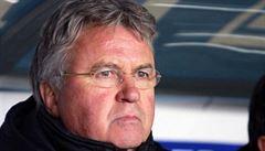 Chelsea našla dočasnou náhradu za Mourinha. Tým povede nizozemský kouč Hiddink