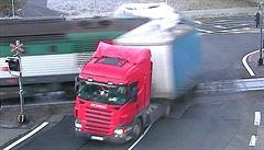 Policie obvinila řidiče kamionu, který se ve Frýdku-Místku srazil s vlakem
