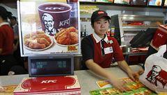 Čína si zamilovala kuřecí burgery, KFC rekordně rostou zisky