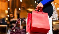 Rok hojnosti: Češi loni utráceli v obchodech nejvíce za 7 let