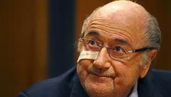 FIFA byla loni po 13 letech ve ztrátě, Blatter si ale vydělal 90 milionů korun