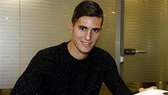 Vyhazov za nadávky. Talentovaný fotbalista vydržel v Barceloně jen pár hodin