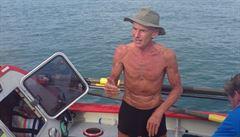 Brit jako první na světě sám non-stop překonal na veslici Pacifik