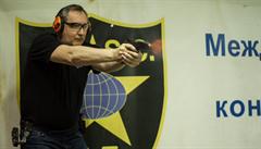 Místopředseda ruské vlády Rogozin se střelil do nohy. Později ale zprávu popřel