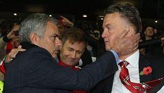 Další vyhazov? Van Gaala by v Manchesteru mohl nahradit Mourinho